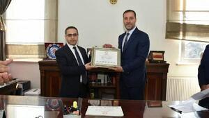 İstanbulun tek MHPli belediye başkanı mazbatasını aldı