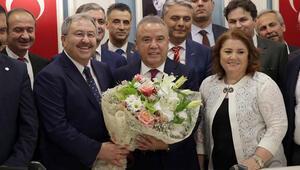 Antalya'da Muhittin Böcek görevi devraldı