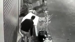 Köpeği uyandırıp, kulübesini çaldılar