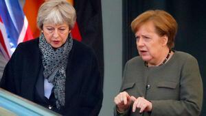 Theresa May ve Angela Merkel Brexit için görüştü