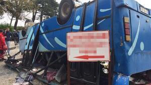 Somada tarım işçilerini taşıyan midibüs devrildi: 2 ölü, 25 yaralı