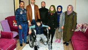 Otizmli Serhatın tekerlekli sandalye sevinci
