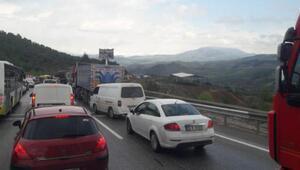 TIR devrildi, Bursa-İstanbul yolu 2 saat trafiğe kapandı
