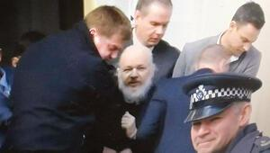 Assange'ı sürükleyerek götürdüler