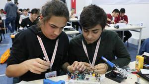 Öğrenciler 8 saatte robot yapıp yarıştırıyor