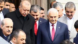 Cumhurbaşkanı Erdoğan cuma namazını Binali Yıldırım ile birlikte kıldı