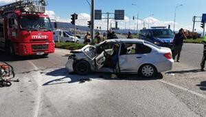 Ambulansla otomobil çarpıştı: 1i bebek 9 yaralı