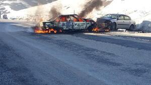 Muşta iki otomobil kafa kafaya çarpıştı: 7si öğrenci, 11 yaralı
