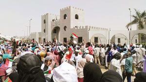 Sudanda darbeci cunta: 'Beşir'i teslim etmeyeceğiz'