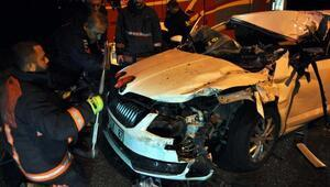 Otomobil kamyona arkadan çarptı: 1i ağır 3 yaralı