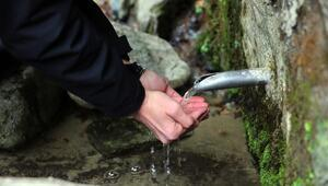 Kayadan çıkan suda şifa arıyorlar