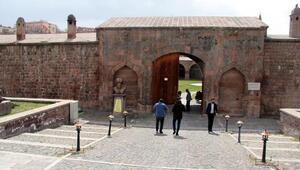 Osmanlıdan kalan kervansaray, mimarisiyle ilgi görüyor