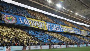 Fenerbahçeli taraftarların 20 yıl kutlaması