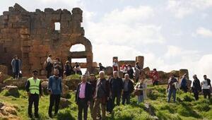 Diyarbakırda 1800 yıllık Zerzevan Kalesine turist akını