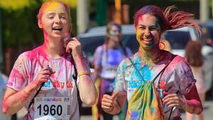 İzmirde renkli koşu festivali