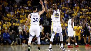 Curry rekoru kırdı, NBA tarihine geçti...