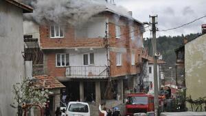 Bursada 3 katlı binada yangın