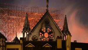 Notre Dame Katedralindeki yangın 8,5 saat sonra söndürüldü