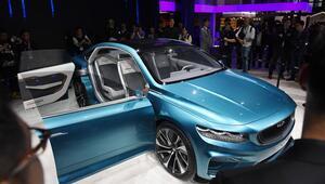 Birbirinden lüks otomobiller Şangay Otomobil Fuarında tanıtılmaya başlandı