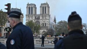 Dünya Notre Dame Katedralindeki yangını konuşuyor Katedral nedir
