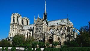 Parisin 850 yıllık tarihi Notre Dame Katedrali yandı