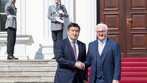 Steinmeier, Kırgızistan Cumhurbaşkanını ağırladı