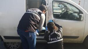 Sancaktepede otomobille arkadan çarptıkları araçtan 100 bin lira gasp ettiler