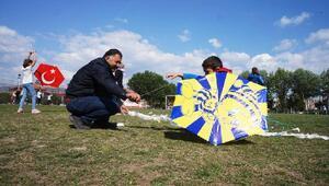 İlkokulun öğrencileri uçurtma şenliğinde eğlendi