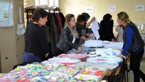 Kursiyerler, ihtiyaç sahibi 350 çocuğa kıyafet dikiyor
