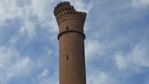 Tarlaların ortasında kalan tarih: Kırık Minare