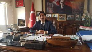 AK Partili başkan, borç listesini belediye binasına astırdı