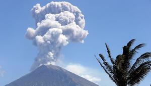 Balide Agung Yanardağında patlama