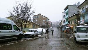 Nisan ayında Çelikhana kar yağdı