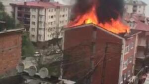 Akçaabatta 4 katlı binanın çatısında korkutan yangın