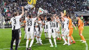 İtalyada Juventus, Fransada PSG ipi göğüsledi