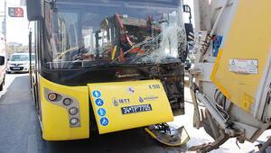 İETT otobüsü çöp kamyonuna çarptı