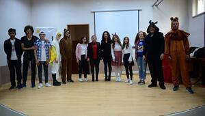 Liselilerden, köylerdeki çocuklar için 'tiyatro turnesi'