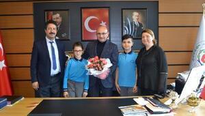 Başkan Oral, makam koltuğunu çocuklara emanet etti