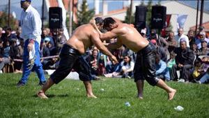 Bergamada Ata sporu yağlı güreşlere yoğun ilgi