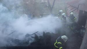 Sinopta tek katlı ahşap ev yandı: 3 ölü