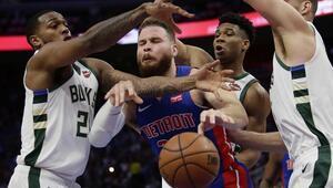 Pistonsı süpüren Bucks, 18 yıl sonra konferans yarı finaline çıktı
