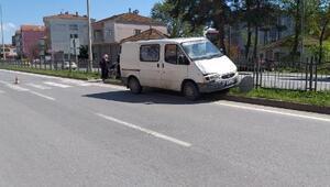 Minibüsün çarptığı bisikletli yaralandı