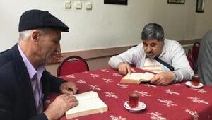 Kahvede 1 saat kitap okuyana, çay ücretsiz