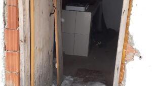Kış uykusundan uyanan ayılar, yayla evlerine hasar verdi