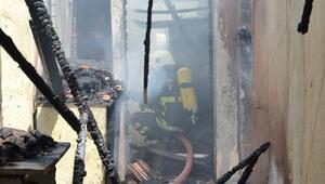 Kırıkhan'da yanan ev kullanılamaz hale geldi