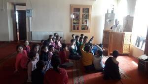Erganide öğrencilere cami gezisi etkinliği
