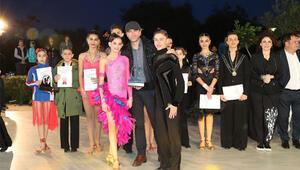 Minik dansçılar Özge Ulusoyu duygulandırdı