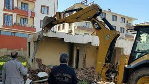 Bingölde uyuşturucu kullanılan metruk evyıkıldı