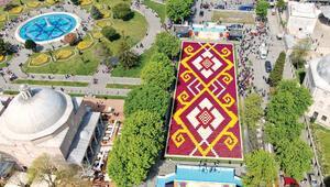 Sultanahmet'e 570 bin lalelik halı