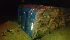 Şarampole devrilen TIRın sürücüsü yaralandı